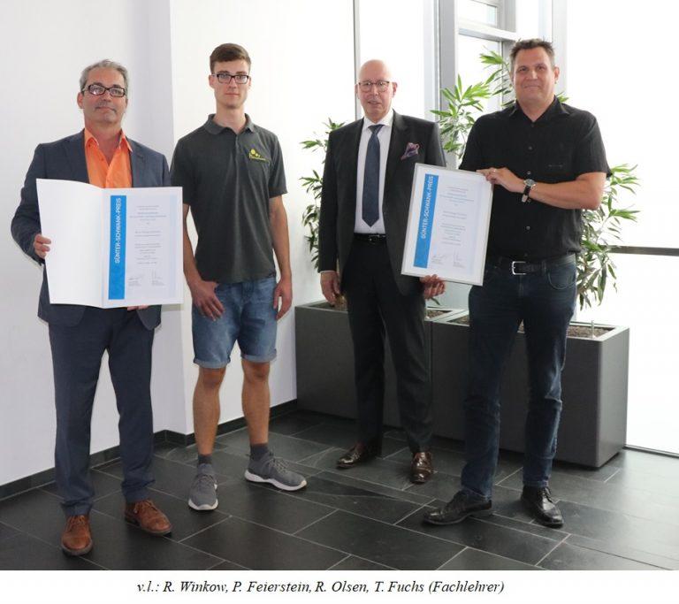 Gewerbliche Schule Ehingen freut sich mit Einser-Absolvent über Förderpreis